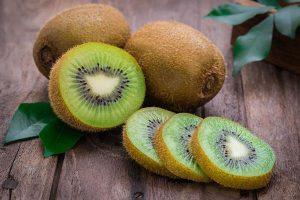 Khoai lang, hạt chia và các loại trái cây trị táo bón