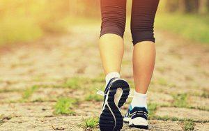 Hỏi đáp: Đau thần kinh tọa có nên đi bộ không?