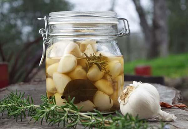 Cách chữa viêm mũi dị ứng bằng tỏi, rượu tỏi và mật ong