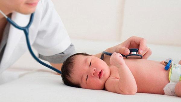Trẻ bị viêm phế quản là bệnh lý gì? Triệu chứng, cách chữa