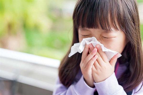 Bệnh viêm mũi dị ứng có lây không? Có di truyền không?