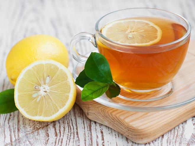 uống nước chanh tươi giúp giải độc mát gan