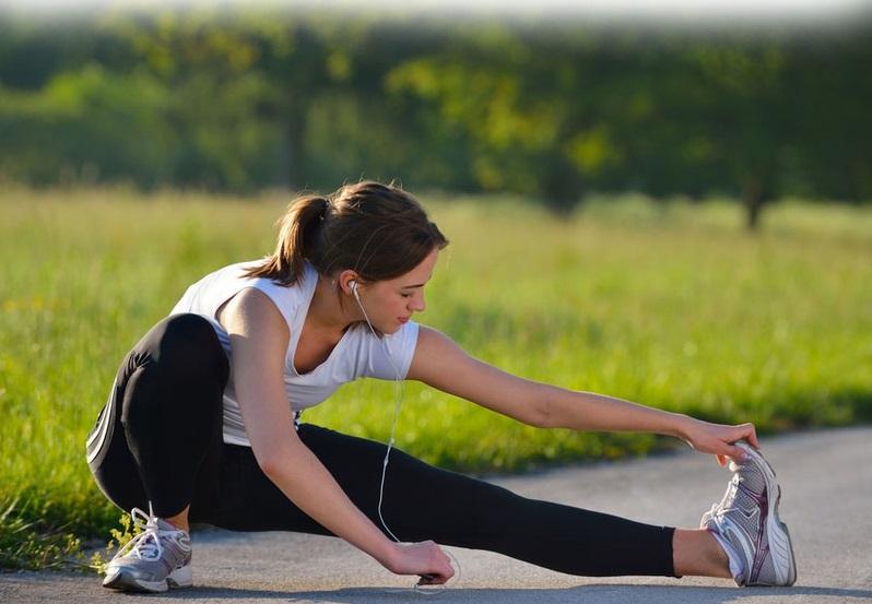 khởi động trước khi đi bộ sẽ tốt cho người bị đau thần kinh tọa