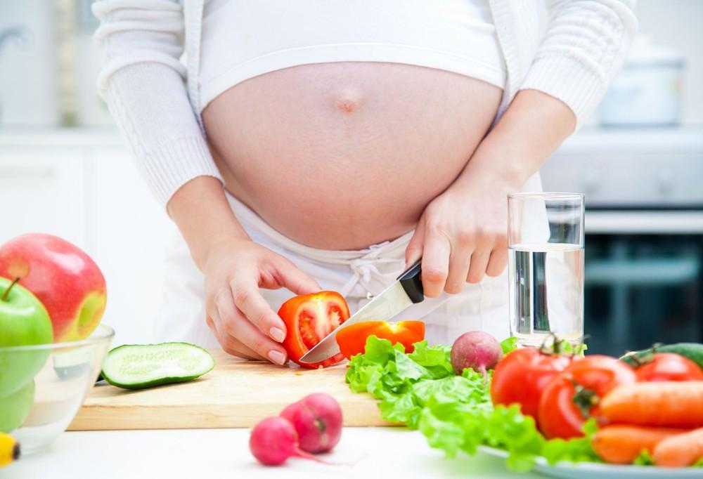 đau thần kinh tọa khi mang thai nên ăn uống lành mạnh