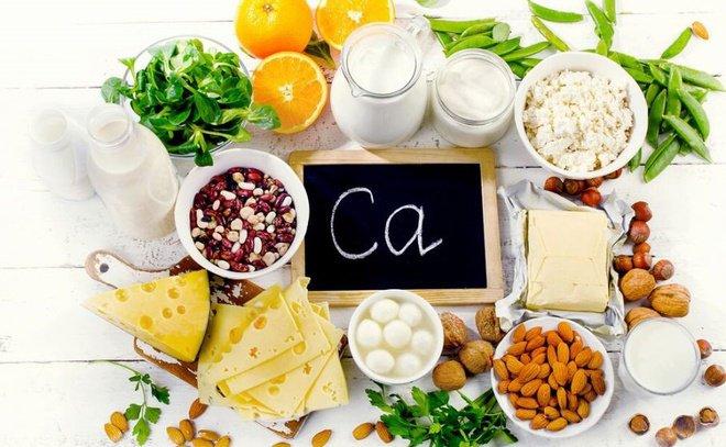 đau thần kinh tọa nên ăn thực phẩm nhiều canxi