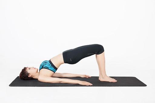 bài tập yoga tốt cho tử cung tư thế cây cầu