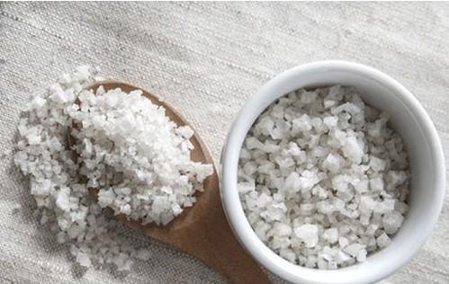 bài thuốc nam chữa sa tử cung từ muối và cám