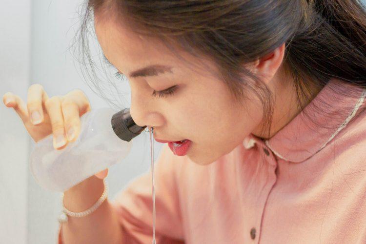 cách dùng nước muối sinh lý chữa viêm mũi dị ứng