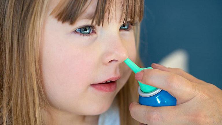 thuốc xịt trị viêm mũi dị ứng cho trẻ
