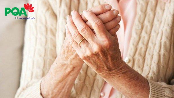 Bệnh tê chân tay ở người già: Nguyên nhân và cách điều trị hiệu quả từ Đông Y