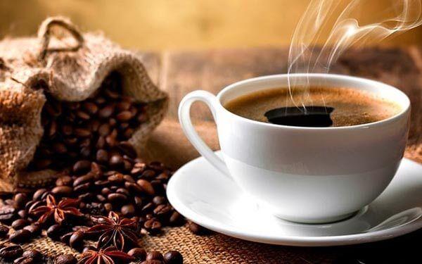 Mẹ bầu bị táo bón nên tránh xa caffeine