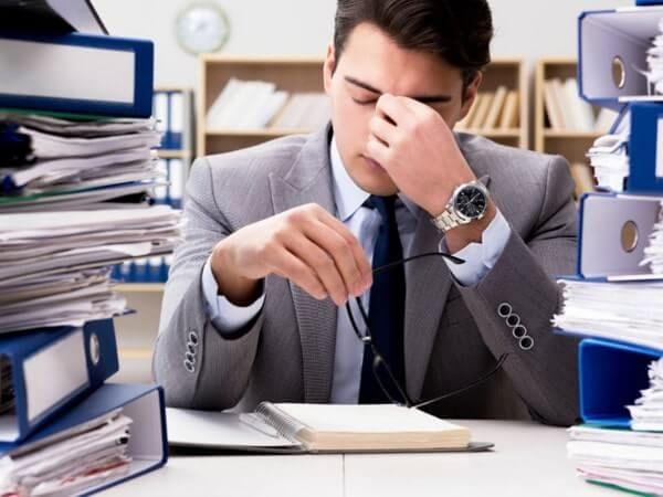 Áp lực, stress có thể là nguyên nhân gây mất ngủ ở người trẻ