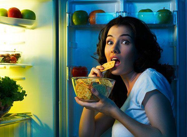 Thói quen sinh hoạt không điều độ khiến nhiều người trẻ bị mất ngủ, thừa cân, tiểu đường