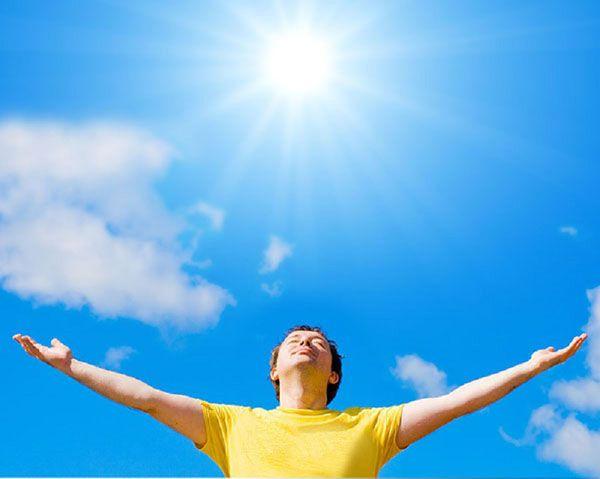 Tăng cường tiếp xúc với ánh sáng mặt trời để cải thiện giấc ngủ