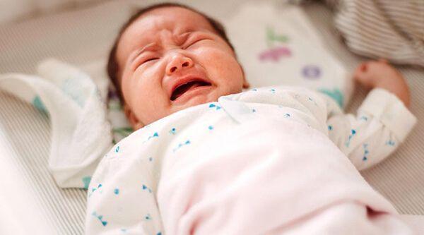 Trẻ sơ sinh bị táo bón phải làm sao