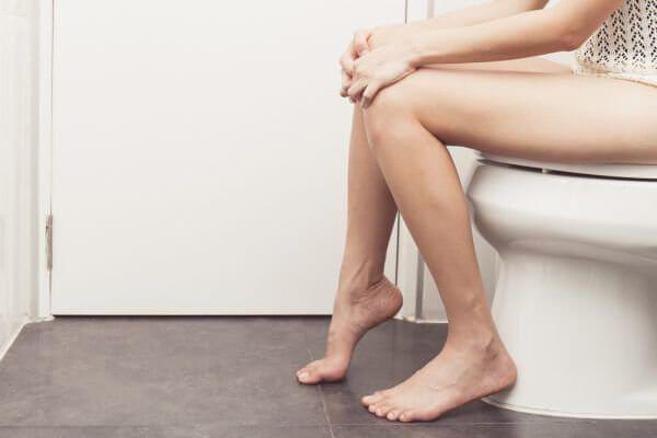 Cách đi vệ sinh khi bị táo bón