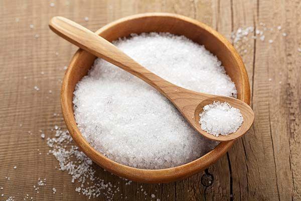 Người bị thoái hóa khớp nên hạn chế tiêu thụ nhiều muối