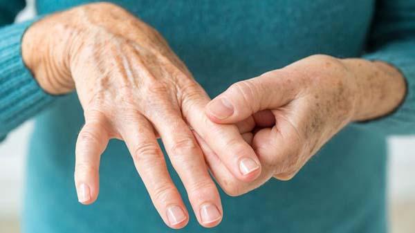 Bệnh tê chân tay ở người bị tiểu đường nguyên nhân là gì?