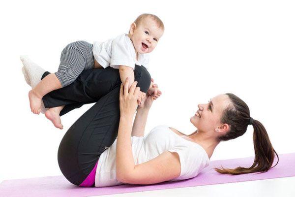 Mẹ sau sinh nên vận động thường xuyên phòng ngừa mất ngủ