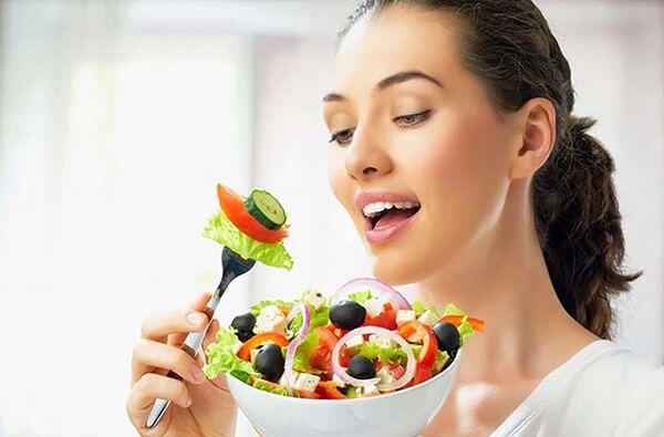 Bổ sung rau xanh, hoa quả để ngăn ngừa nóng trong người ảnh hưởng tới kinh nguyệt
