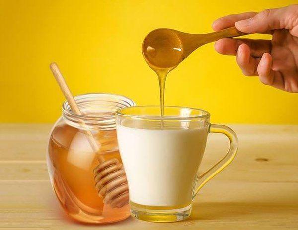 Trị táo bón với mật ong và sữa không đường