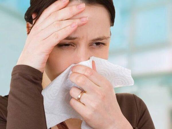 Chảy máu cam đau đầu là triệu chứng viêm mũi dị ứng