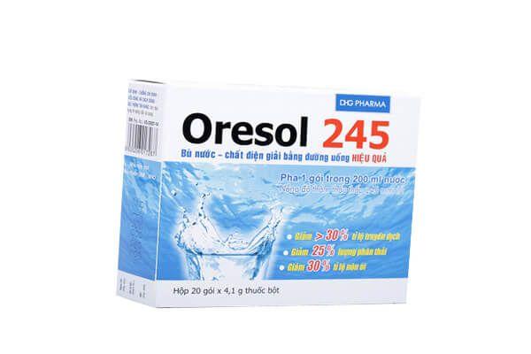 Sử dụng oresol bù nước khi bị sốt xuất huyết