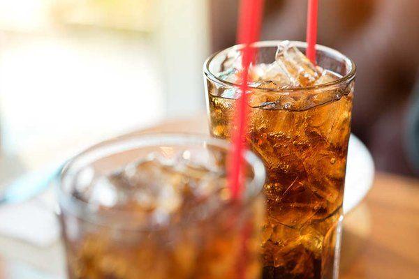 Nước ngọt có ga làm kích thích các mạch máu gây chảy máu cam