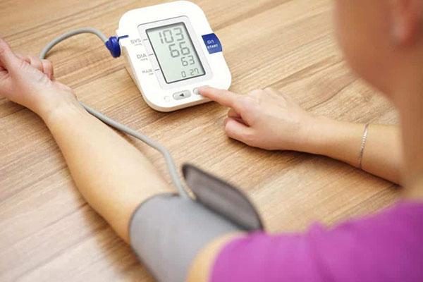 Huyết áp thấp có thể gây tê chân tay khi mang thai