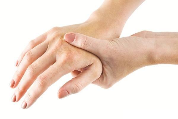 Tự bấm huyệt chữa tê tay tại nhà