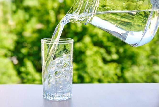 Uống 2 - 2,5 lít nước để giảm táo bón