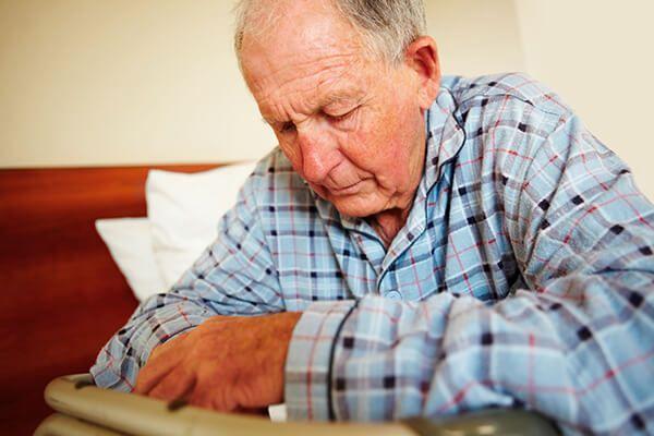 Người già là đối tượng dễ mắc bệnh Parkinson