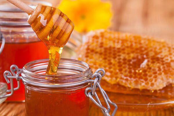 Mật ong nguyên chất trị bệnh táo bón ở trẻ