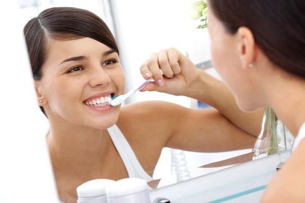 Vệ sinh răng miệng sạch sẽ phòng ngừa amidan