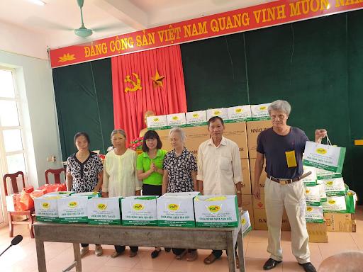 cty pqa tặng quà cho mẹ Việt Nam anh hùng