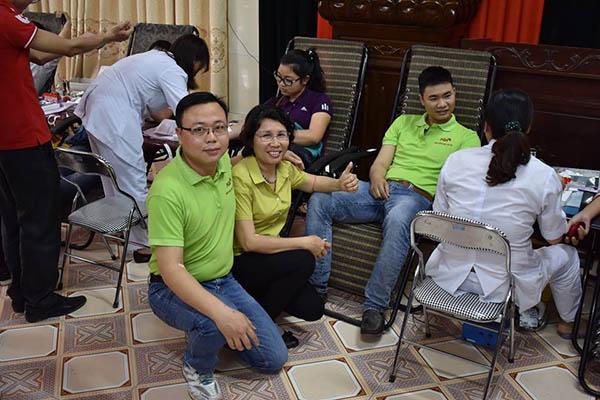 Chủ tịch Vũ Thu Phương cùng cán bộ PQA tham gia hiến máu tình nguyện