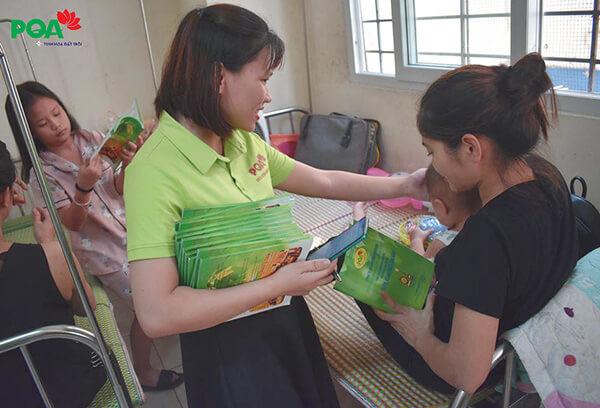 Dược phẩm PQA phát cháo từ thiện